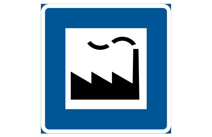 Blå skylt med vit fyrkant i mitten. I den vita fyrkanten är en svart silhuett av en fabrik med taggigt tak och skorsten.