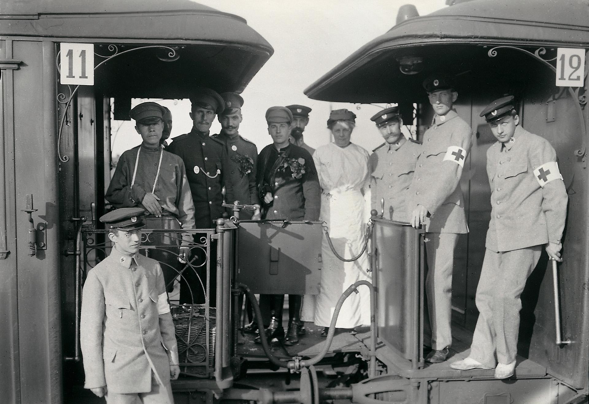 Sjukvårdspersonal på ett tåg i Haparanda