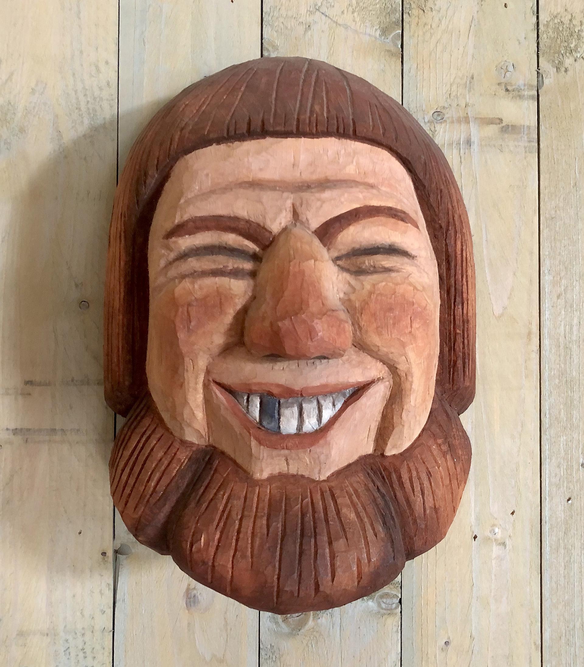 Bild av träskulptur som föreställer Harald Blåtand.