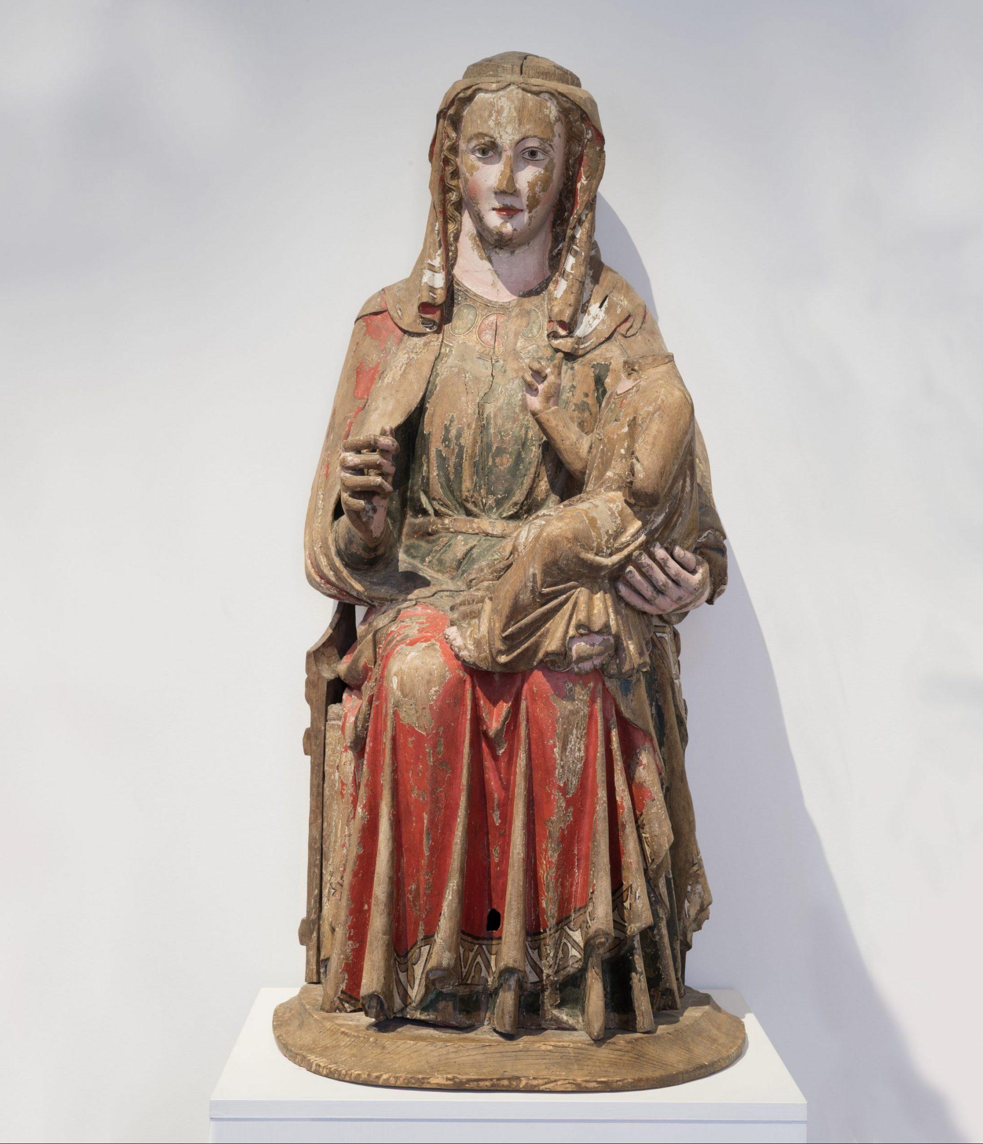 En staty föreställande jungfru Maria.