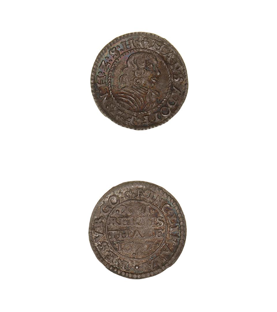 Två brunaktiga mynt.