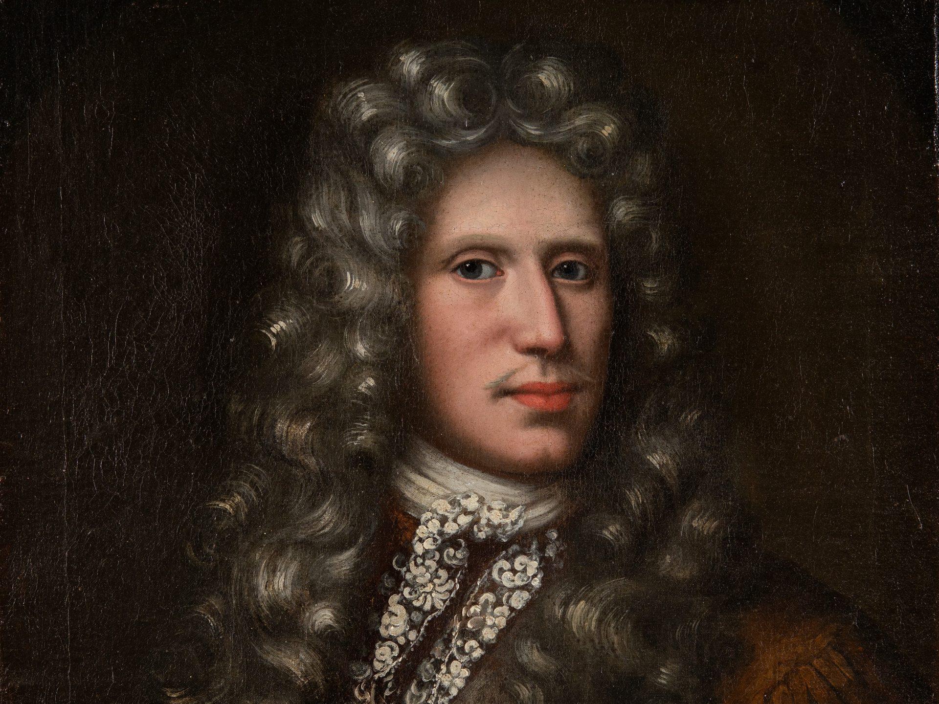 Porträtt av en man med ovalt ansikte, grå peruk med lockar och en stor kravatt av spetstyg.